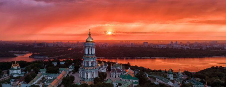 Рассвет над Киево-Печерской лаврой