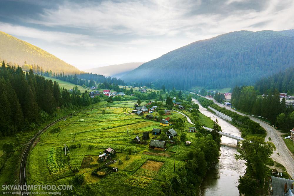 IMAGE: https://skyandmethod.com/wp-content/uploads/2017/12/IMG_1052_Carpathians_skyandmethod.com_.jpg