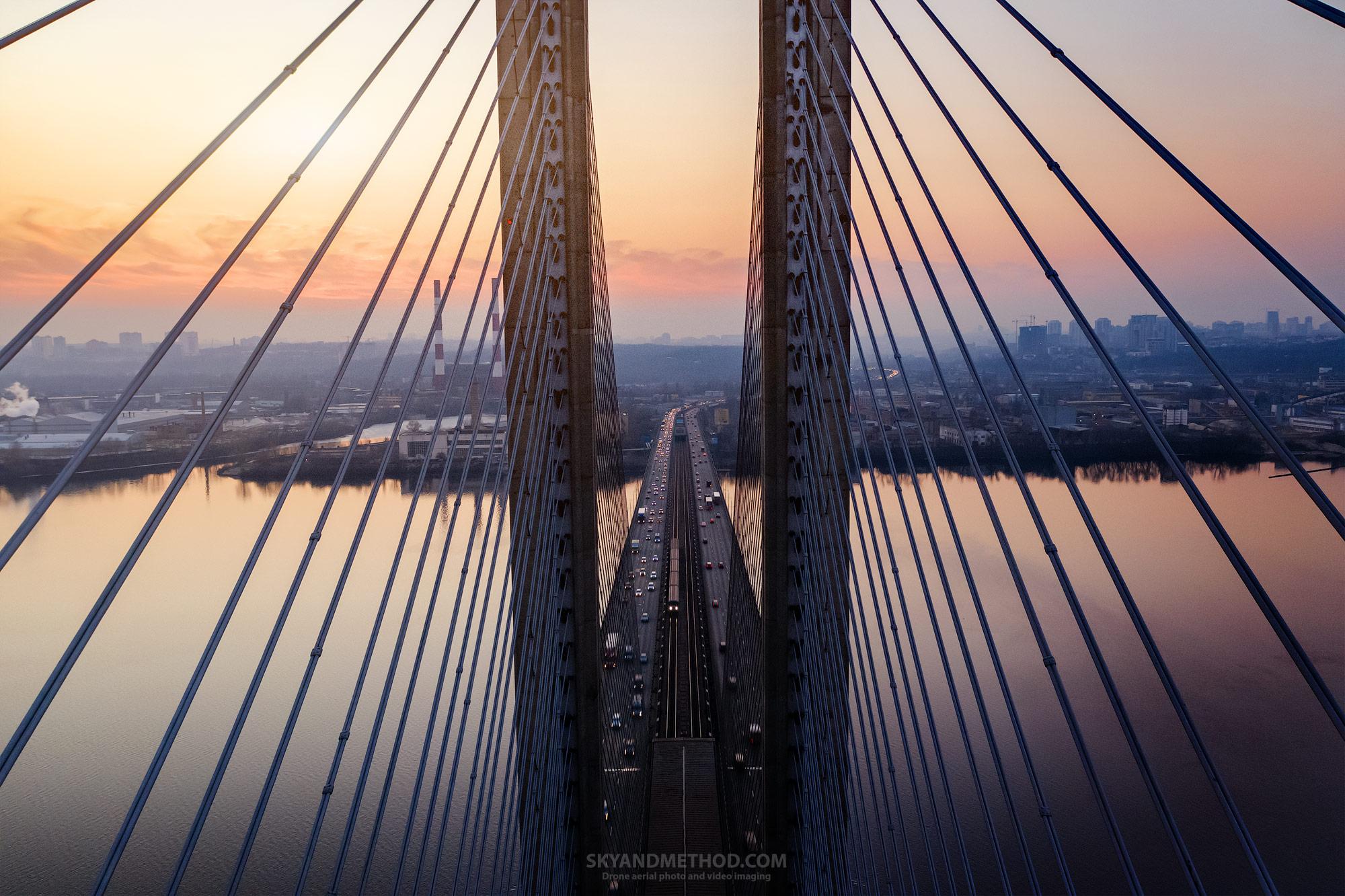 Между вантами Южного моста