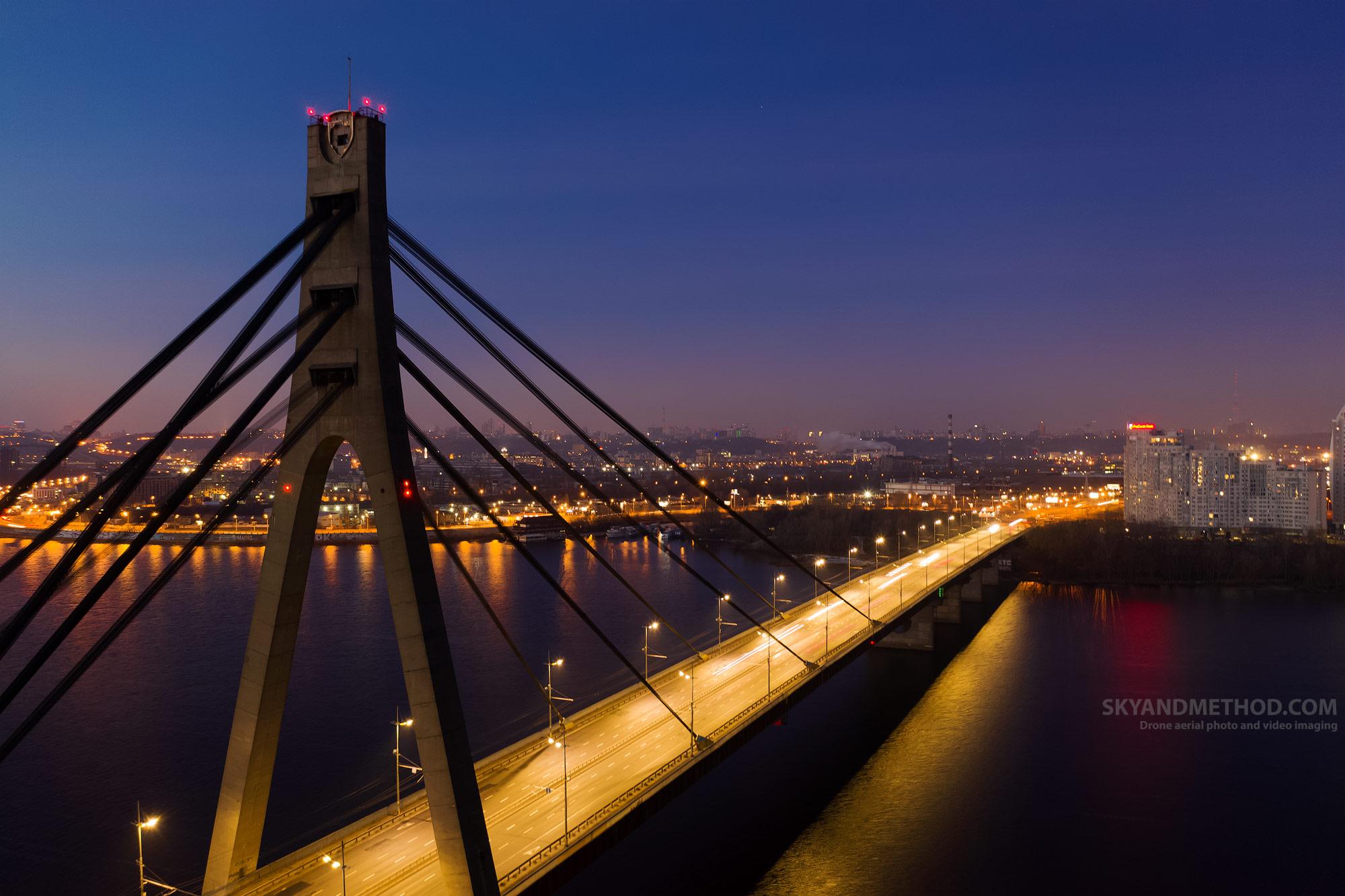 Ночной Киев с высоты. Московский мост