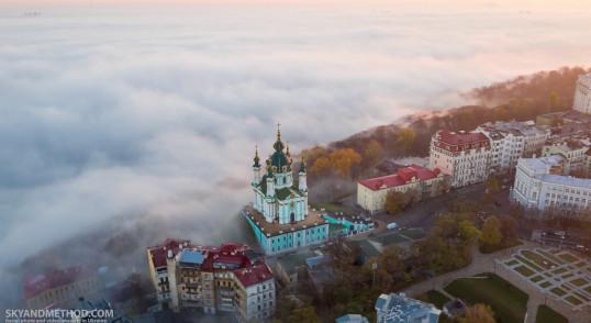 Андреевская церковь в тумане