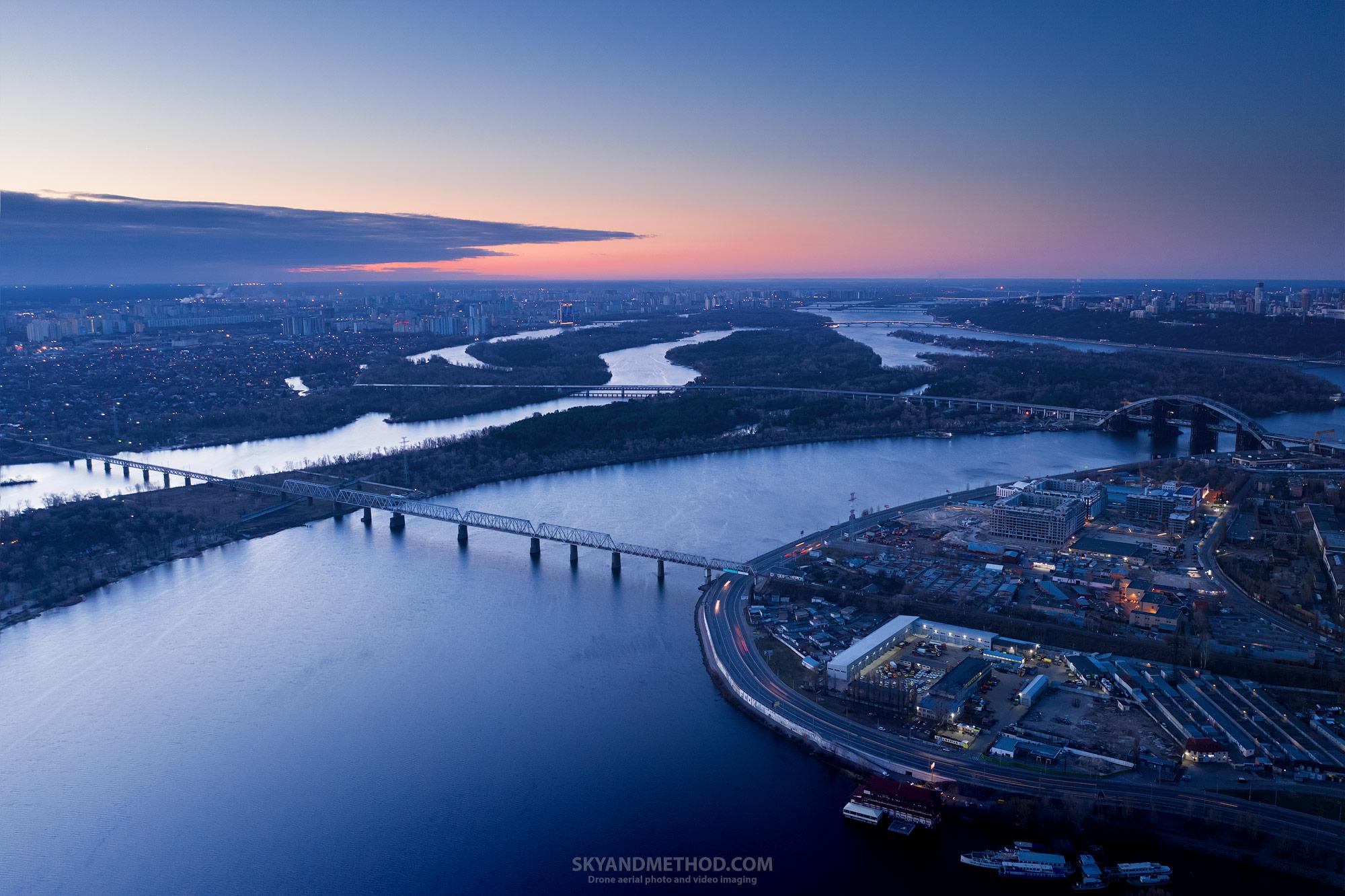 Ночной Киев с высоты. Рыбальский полуостров