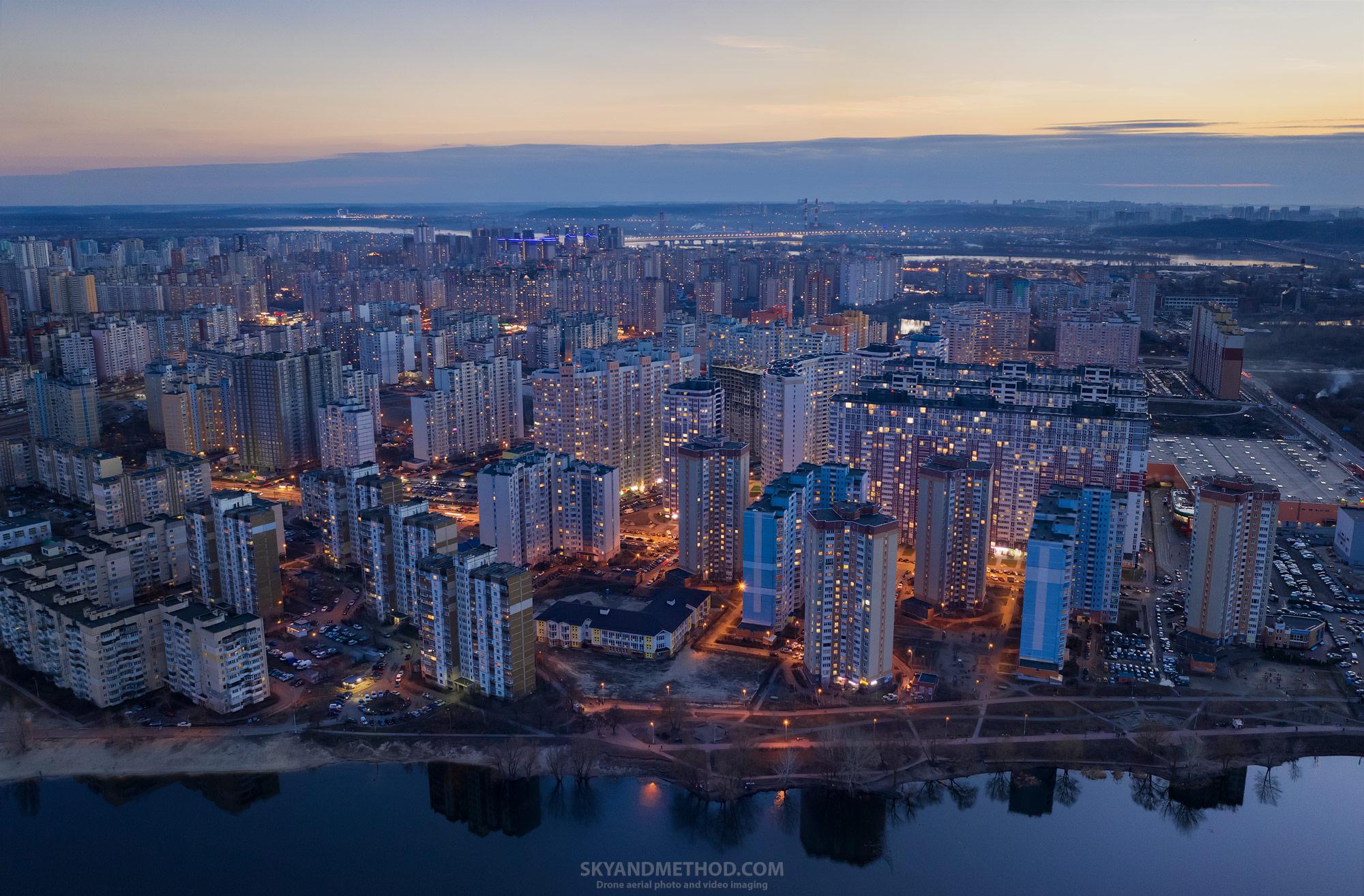 Ночной Киев с высоты. Позняки