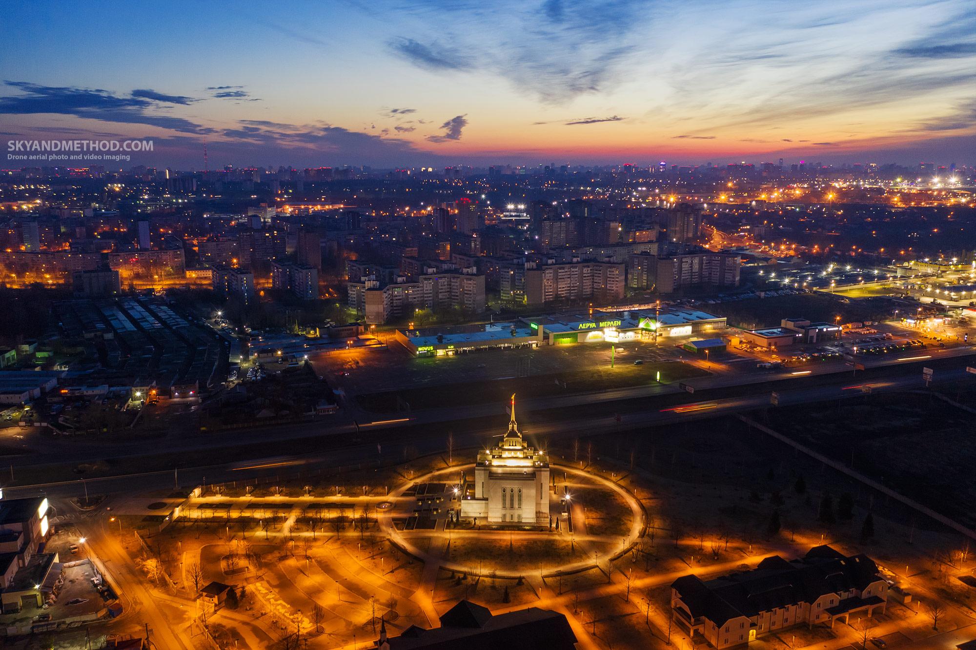 Ночной Киев с высоты. Церковь Иисуса Христа последних дней