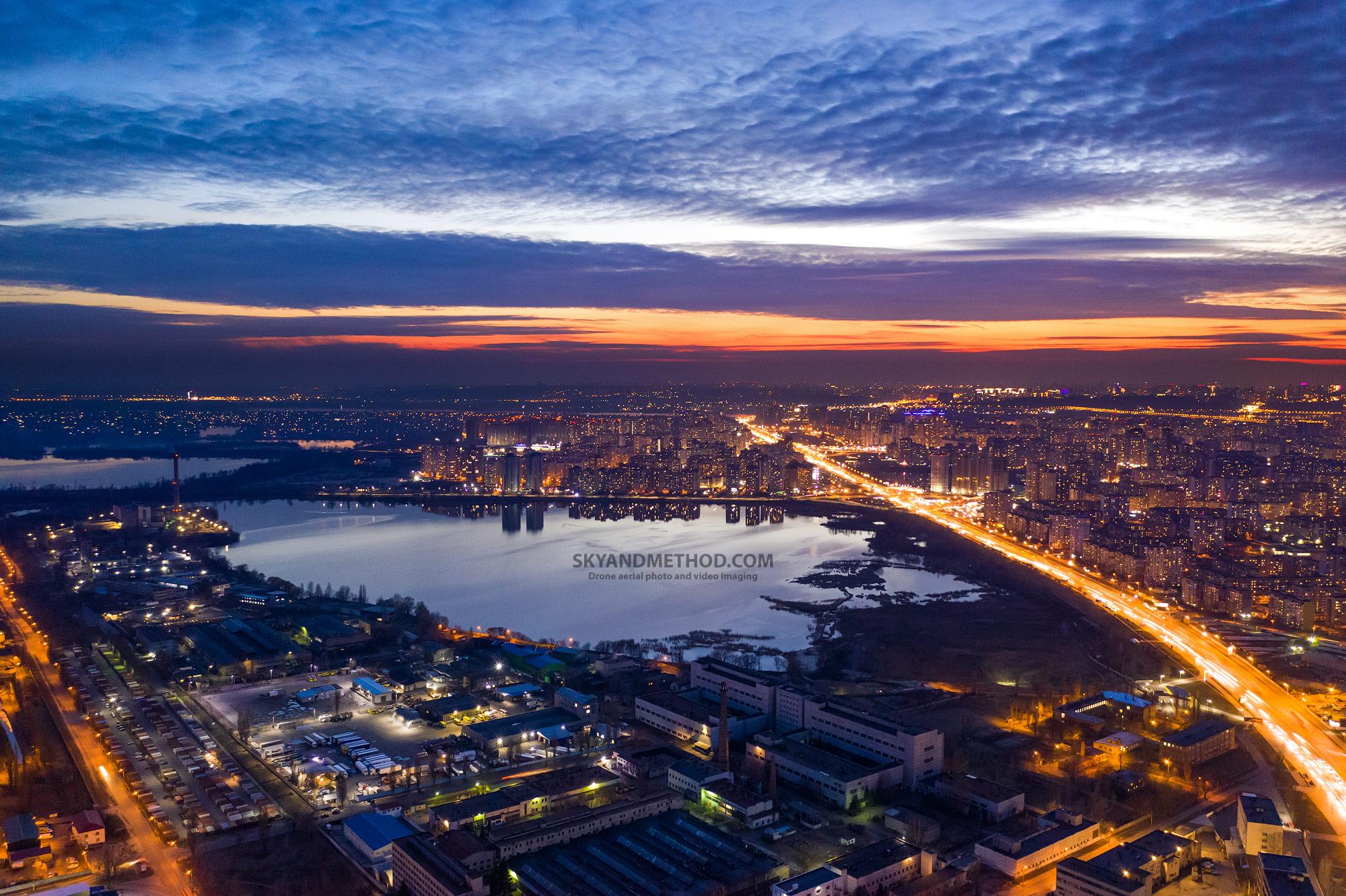 Ночной Киев с высоты. Харьковский массив