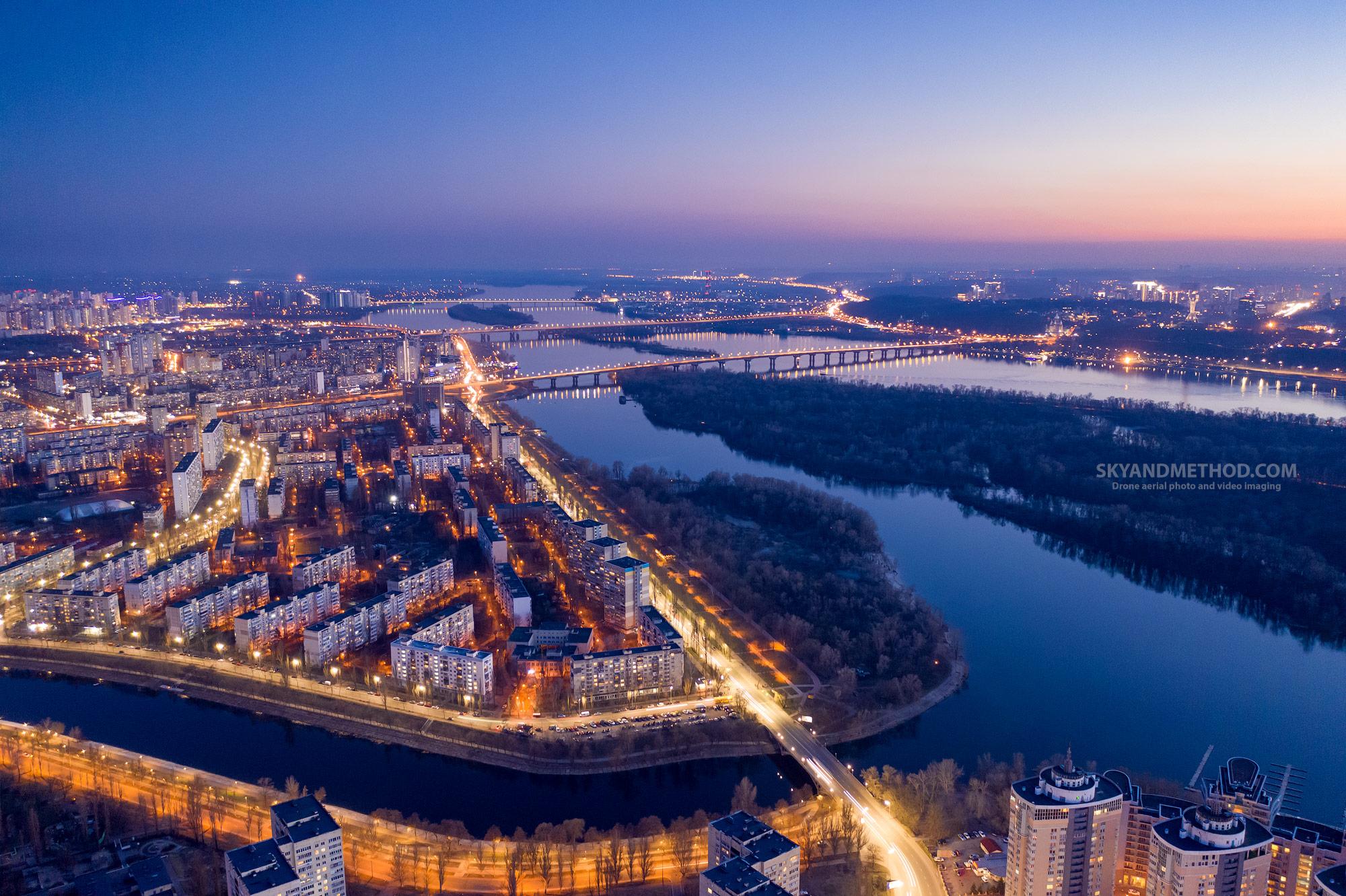 Ночной Киев с высоты. Русановка на закате