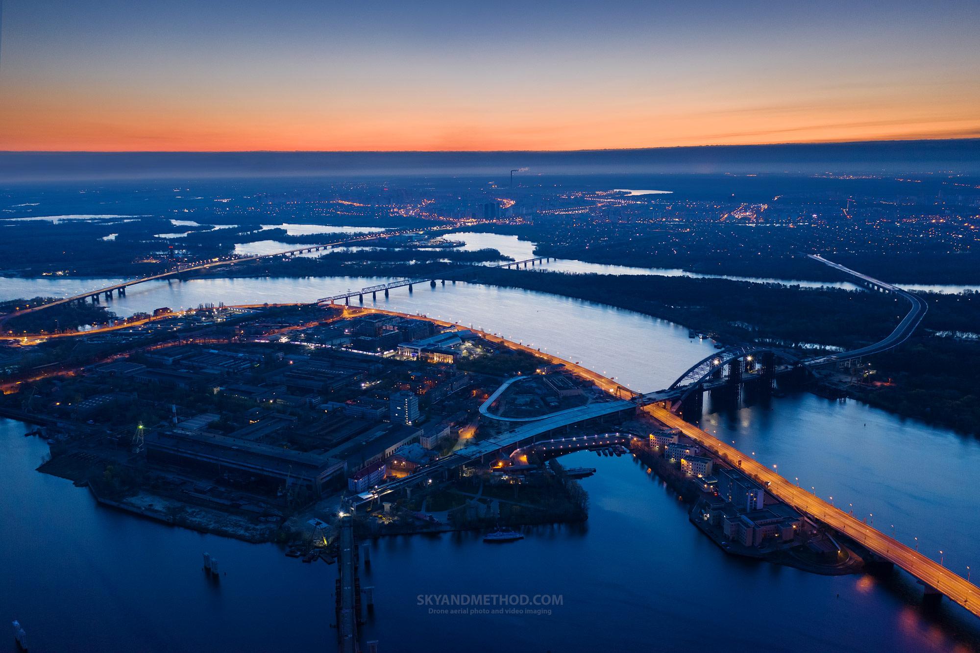 Ночной Киев с высоты. Рыбальский полуостров на рассвете