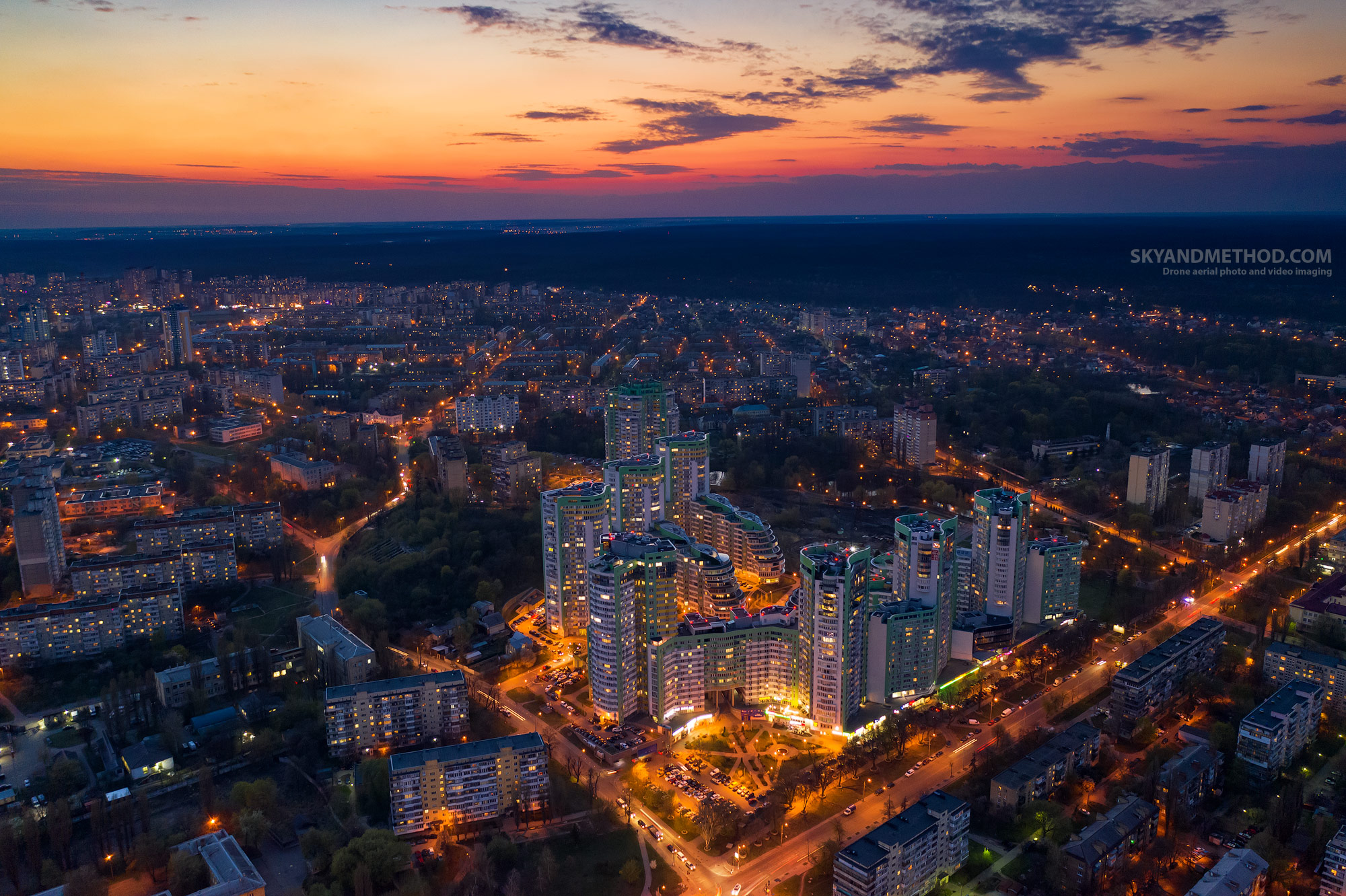 """Ночной Киев с высоты. Жилой комплекс """"Паркове місто"""""""