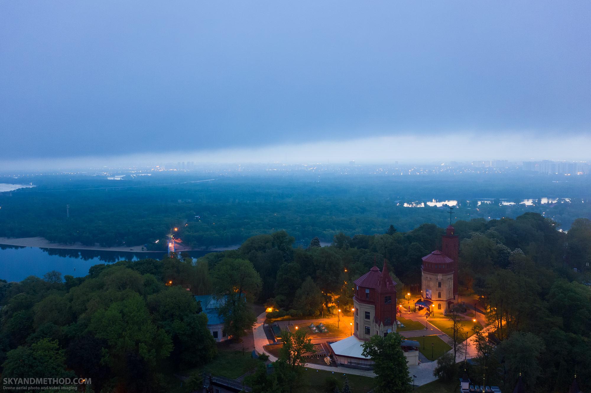 Утренний Киев в тумане