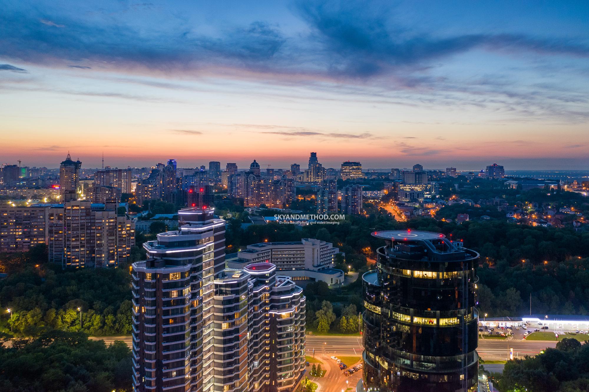 Аэросъёмка вечернего Киева. IQ Business center & PecherSky apartments