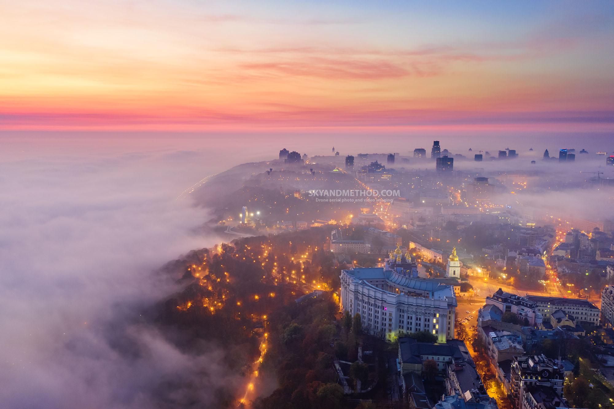 Ночной Киев в тумане