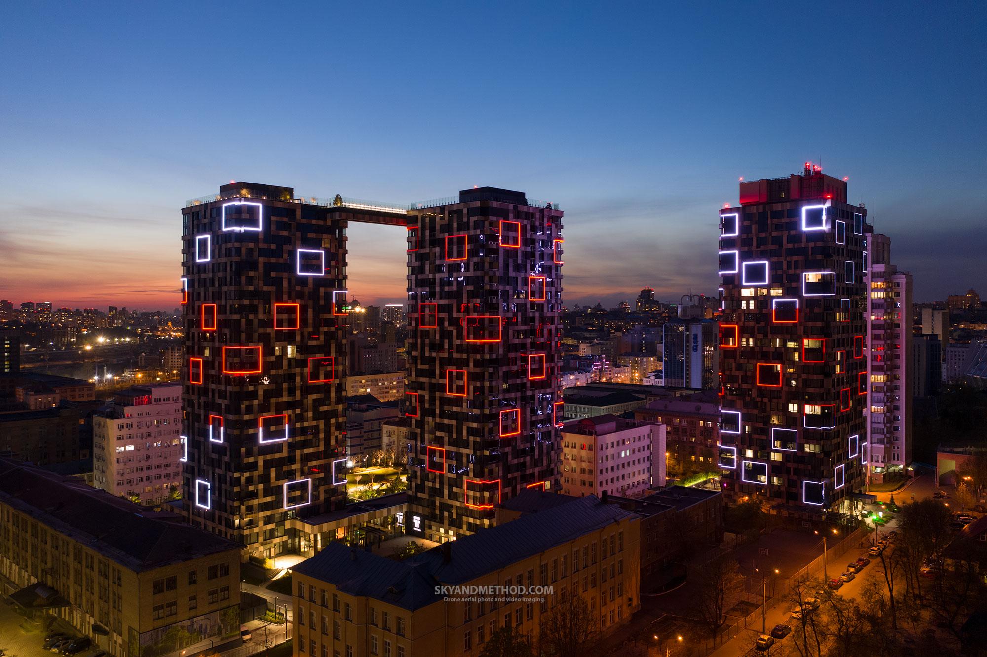 Вид на вечерний Киев и ЖК Tetris Hall